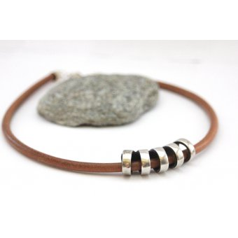 Collier cuir naturel et perle tube style spirale