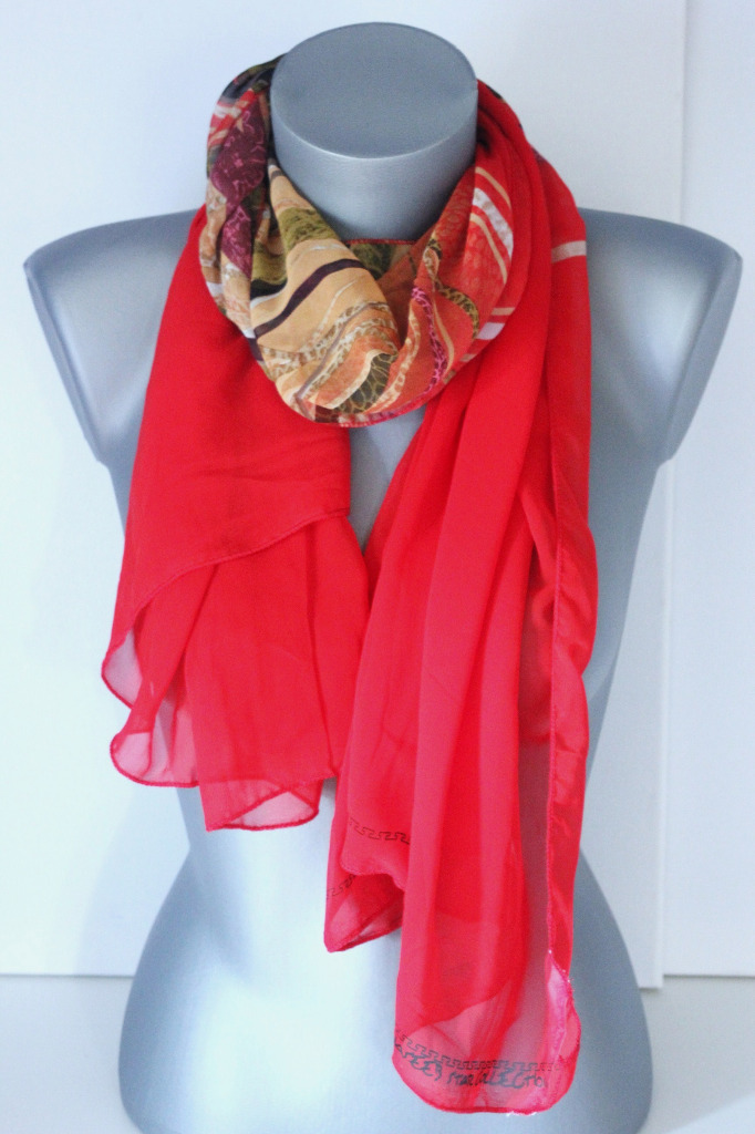 Foulard en mousseline rouge imprimée de volutes - emmafashionstyle.fr efdc5cef155