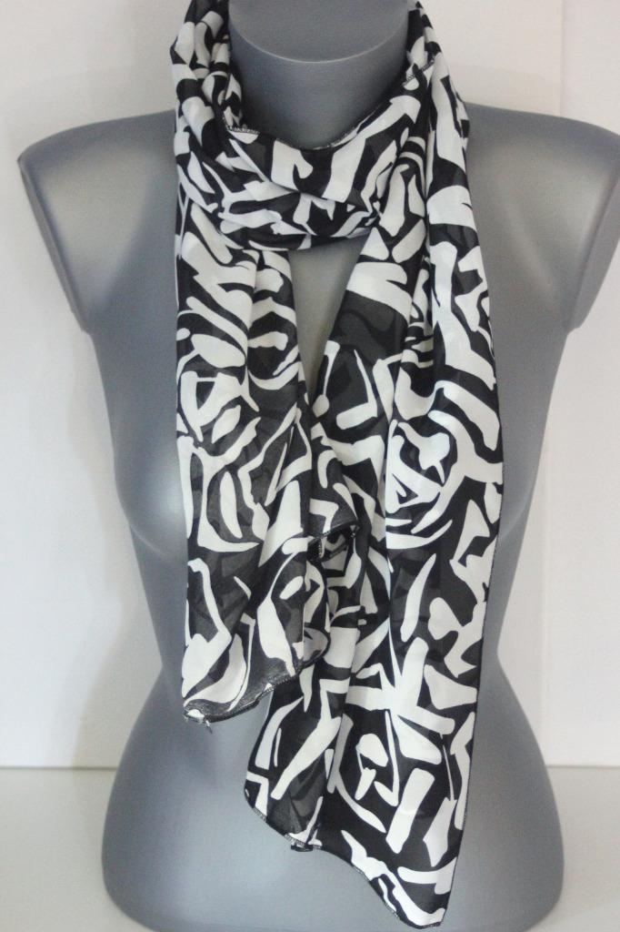 Foulard noir et blanc imprimé graphique - emmafashionstyle.fr 34b44d6509e