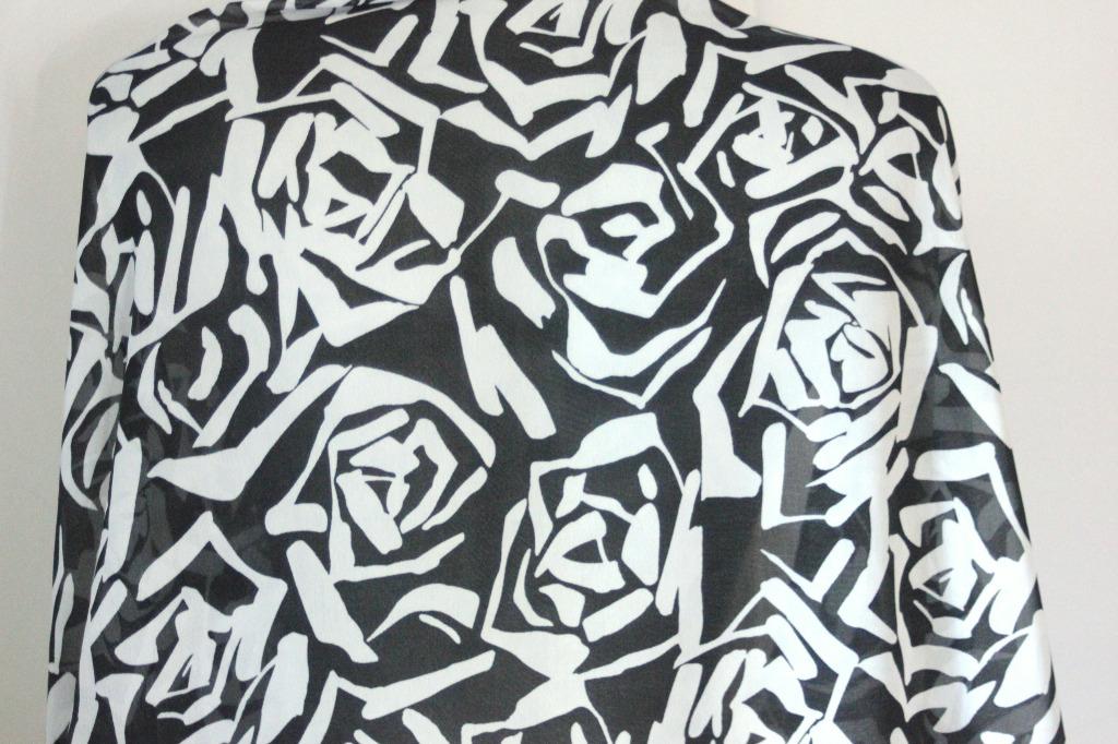 47e0bd21cbb2 Foulard noir et blanc imprimé graphique - emmafashionstyle.fr