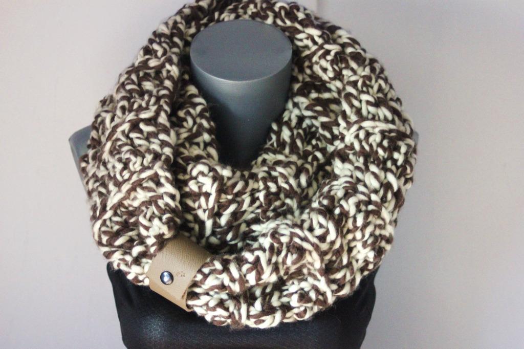 Snood oversize en laine marron et écru - emmafashionstyle.fr 2a47f5a835f