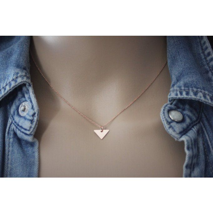 Collier or rose pendentif triangle