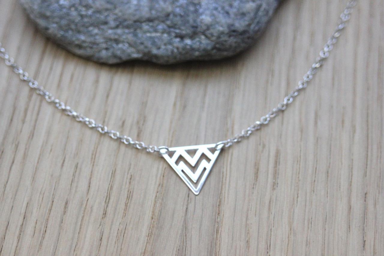 collier ras de cou argent triangle
