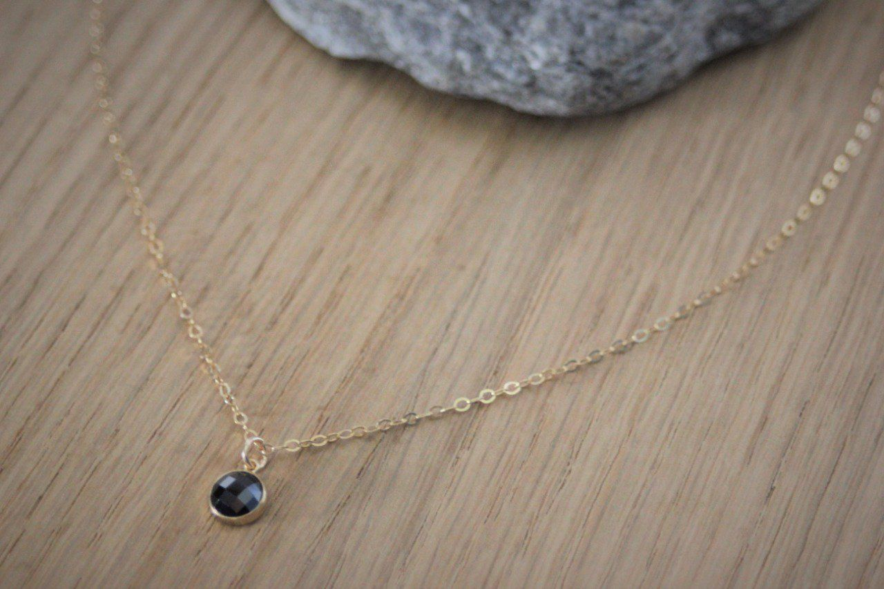Collier or gold filled pendentif zirconium noir